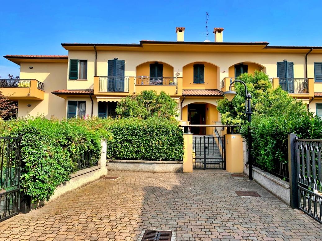 Grazioso appartamento ideale per giovani coppie con giardino e box